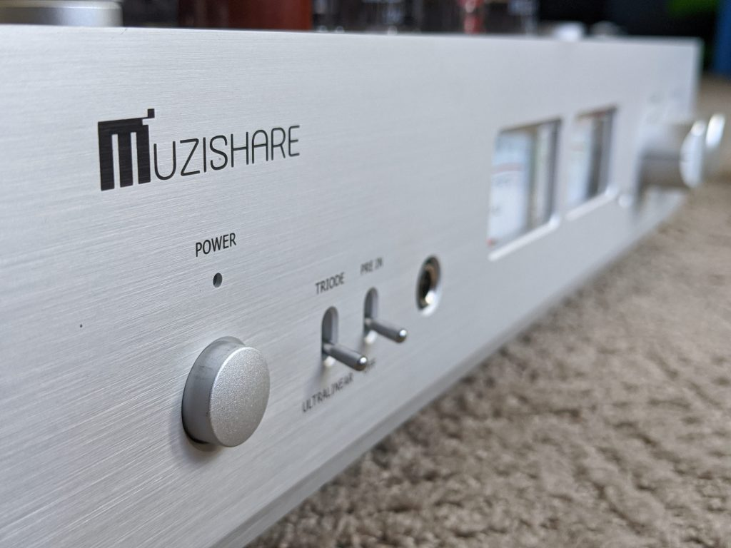 Three quarters view of Muzishare X7